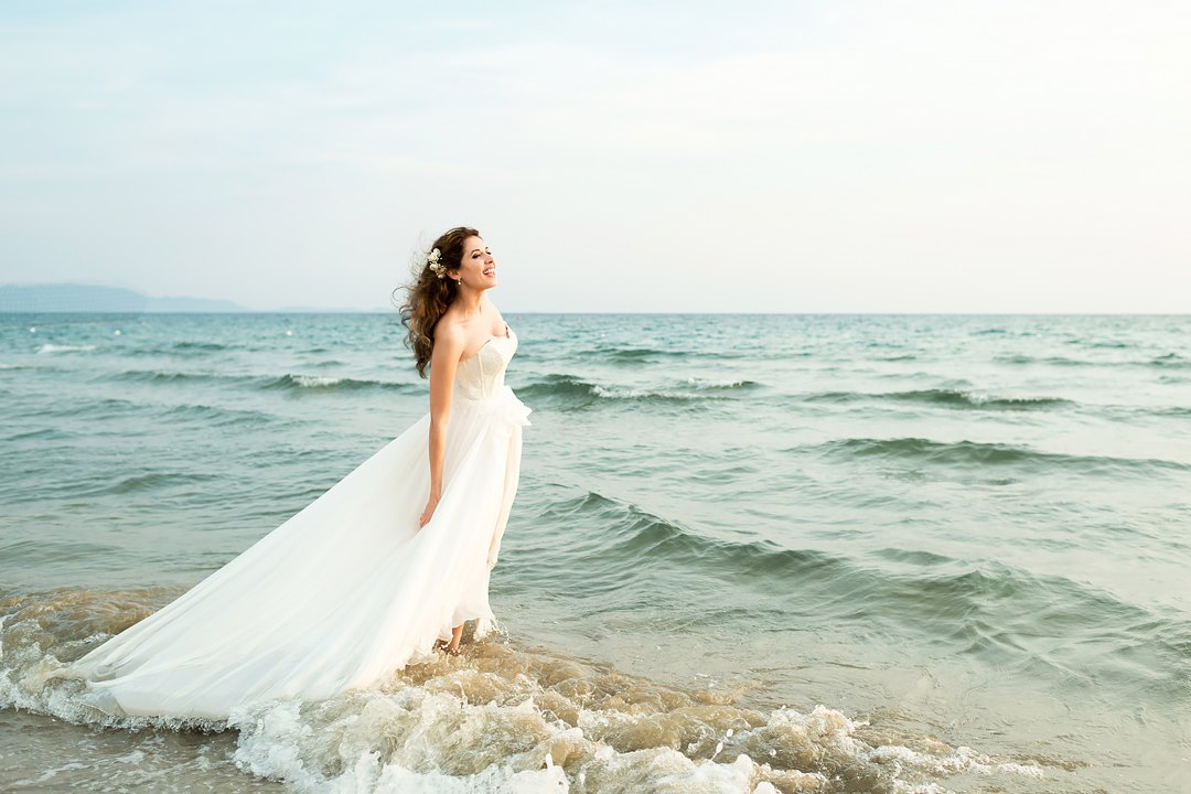 bride and sea