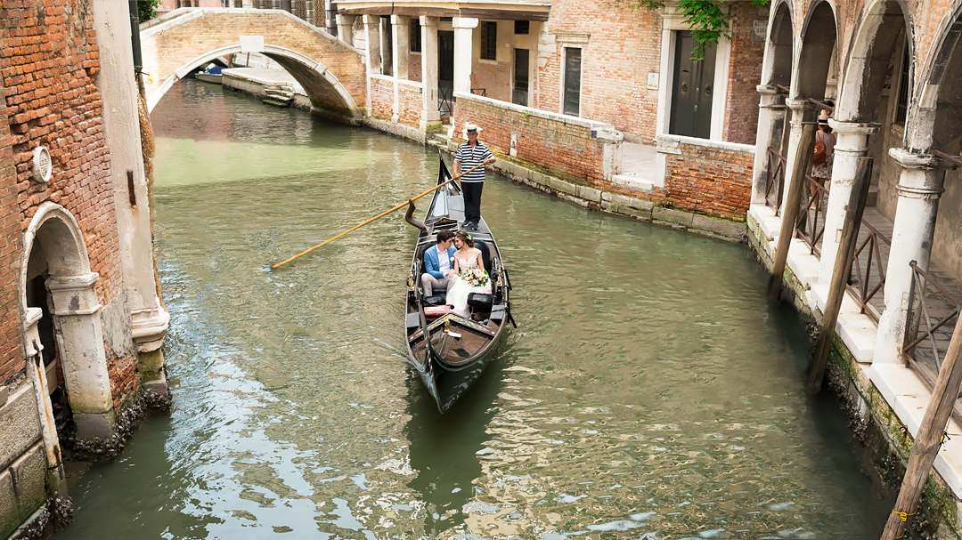 wedding gondola in venice