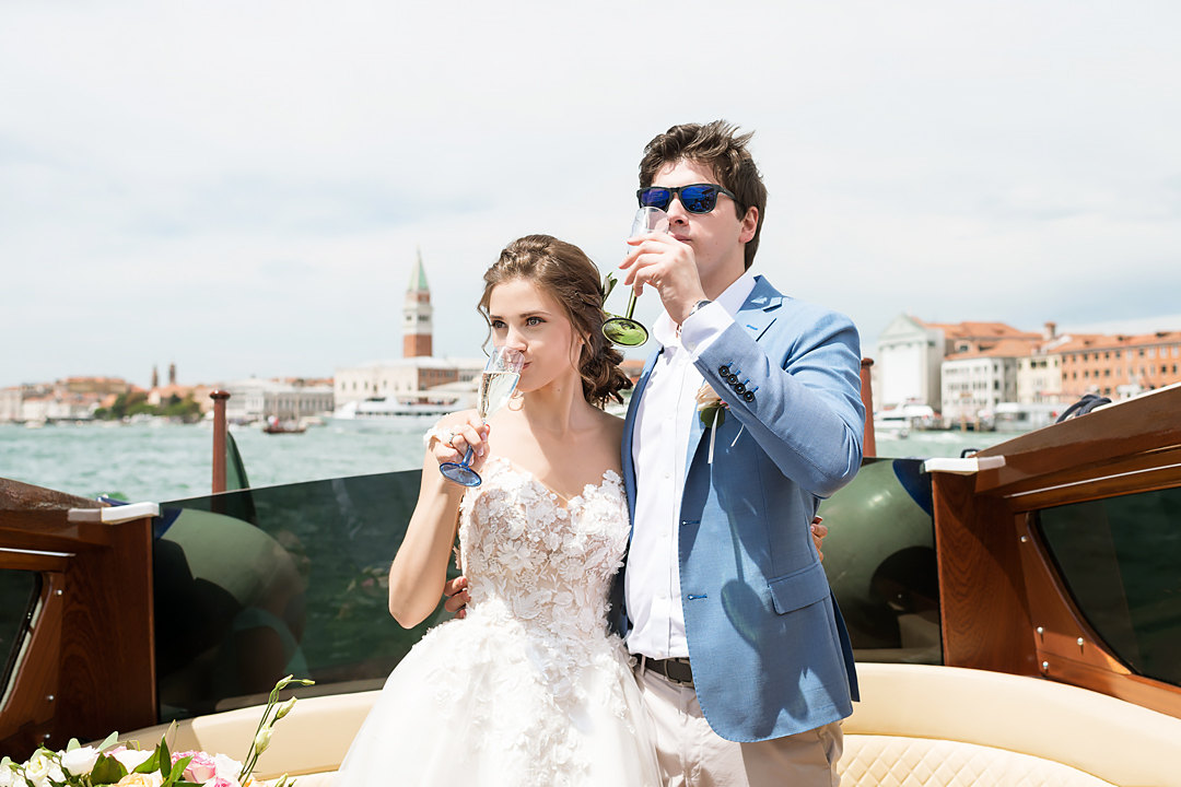wedding tour in boat venice italy